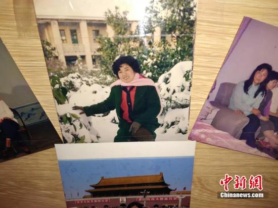 凌先生珍藏的妻子年轻时的照片(凌铁牛供图)