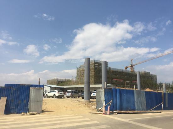 云南大理海东新区,不少楼盘已经停建. 新京报记者 赵朋乐 摄