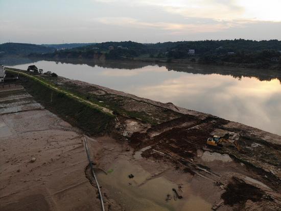 湖南湘江支流50米决堤调查:燕子衔泥与决堤洪水 老农民的思想还是太陈旧