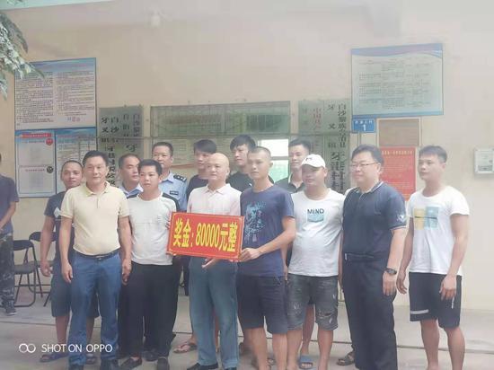 海南9名村民抓住逃脱疑犯 获奖励8万元|海南