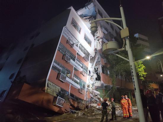 蒋女士及丈夫家图中右侧被压房屋二层。 新京报记者 刘浩南 摄