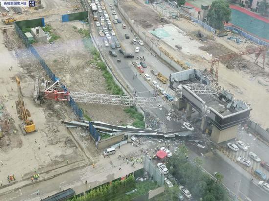 摩天测速,汉一工地塔摩天测速吊倒塌致车辆图片