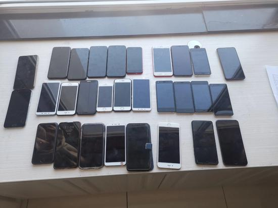警方缴获作案手机。来源:吕梁公安微信公众号