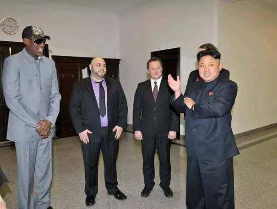 2014年1月8日,金正恩在比赛后会见罗德曼。