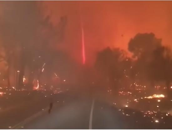 """视频 加州大火现""""火""""卷风! 场景可怖如人间炼狱"""