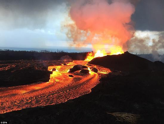 夏威夷群岛基拉韦厄火山喷发活动已持续了40多天。
