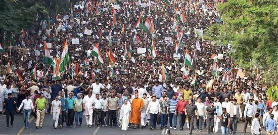 印度骚乱:每天都有伤亡 有人抗议就为领几十块钱