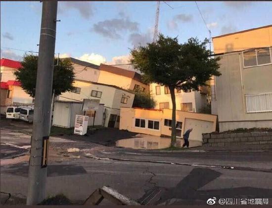 日本北海道发生6.9级地震:引发泥石流推到房屋