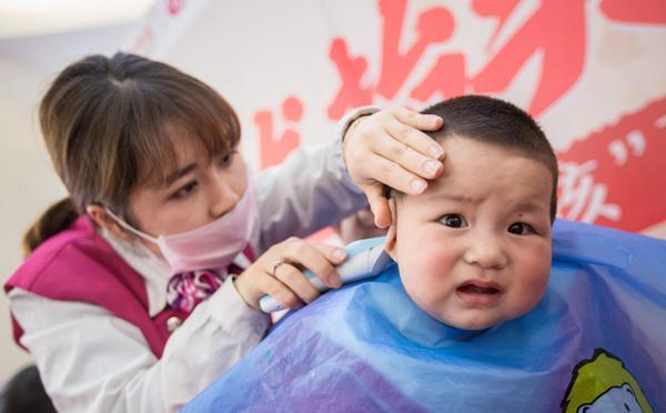 """二月二""""剃龙头""""杭州萌娃各个都是""""表情包"""""""