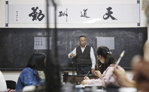 """四川华蓥:乡村教师的""""七点半夜校"""""""