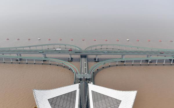 杭州湾跨海大桥:通车十年神采依然