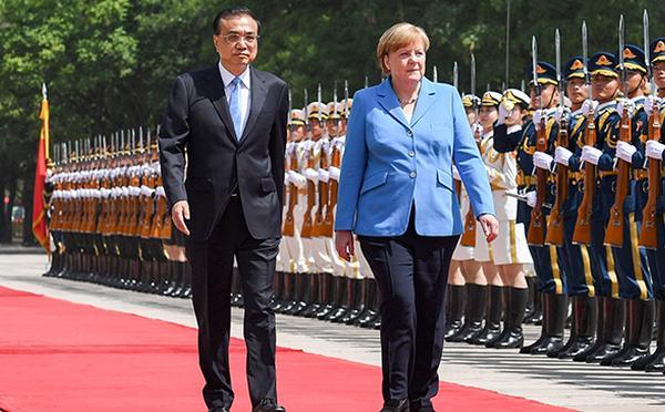 李克强欢迎德国总理默克尔访华