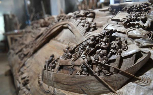 济南老人痴迷雕刻艺术 木雕清明上河图