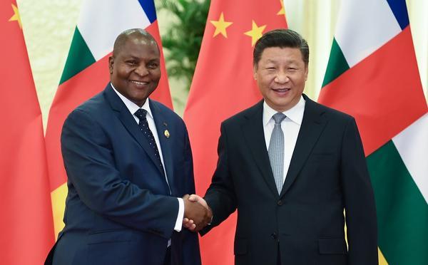 习近平会见中非总统图瓦德拉