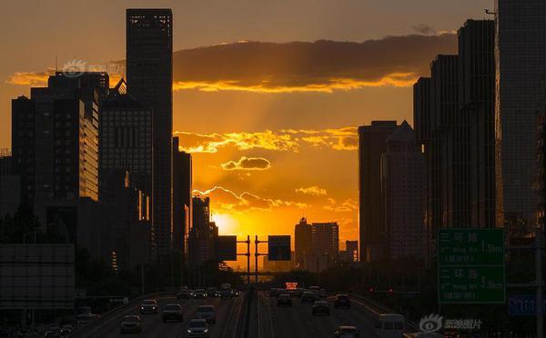 秋分时节 北京现美丽悬日