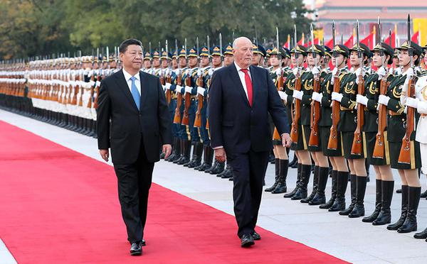 习近平举行仪式欢迎挪威国王访华