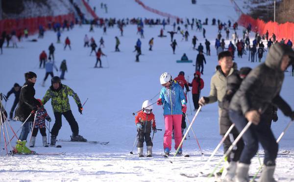 北京市区最近的滑雪嘉年华在静之湖开幕