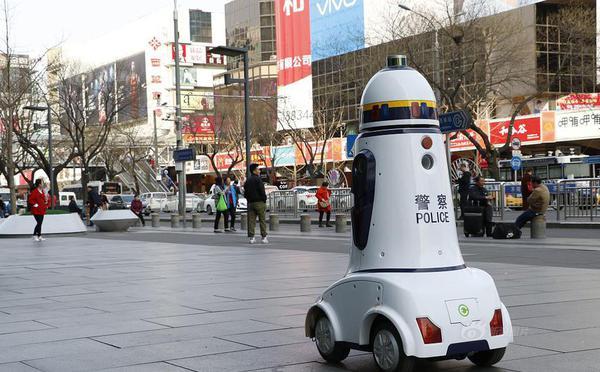 """北京西单""""机器?#21496;?#23519;""""街?#20998;辞? width="""