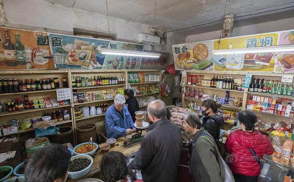 北京最后的副食店 坚守60多年仍排长队