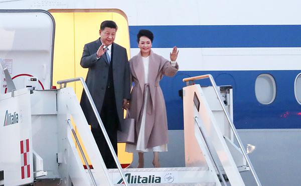 习近平乘专机抵达意大利