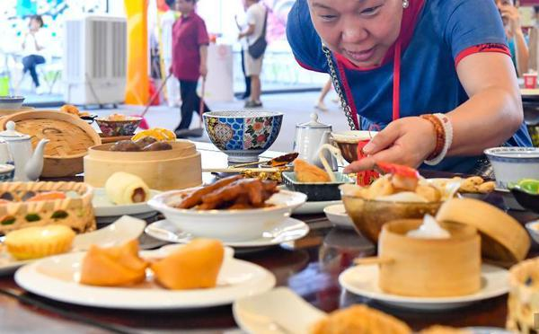 广州世界美食集锦开市迎客