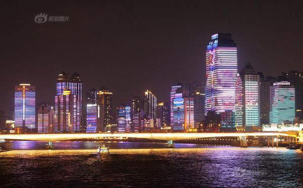 """珠江北岸变身""""灯光美食长廊"""""""
