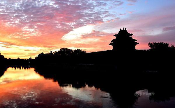 北京雨后天晴现火烧云美景