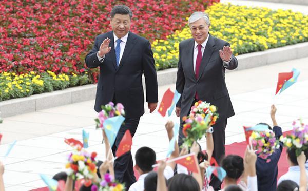 习近平举行仪式欢迎哈萨克斯坦总统访华
