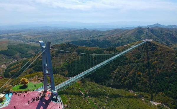 """航拍大青山""""亚洲第一长""""高空玻璃吊桥"""