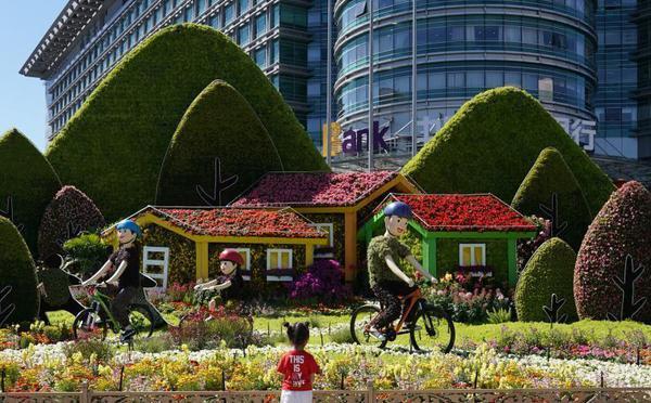 迎国庆 主题花坛扮靓北京街头