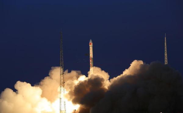 中国成功发射全球多媒体卫星