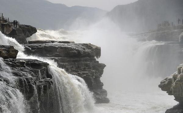 壶口瀑布:冬日景观亦壮美