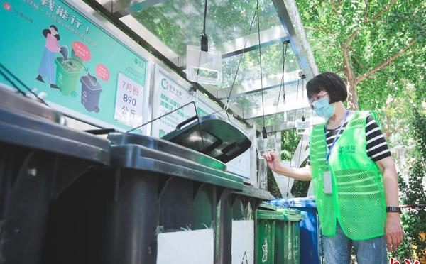 社区垃圾桶站增设滑轮拉手实现无接触投放