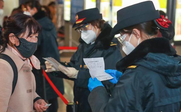 北京西站严格查验进京旅客核酸检测证明