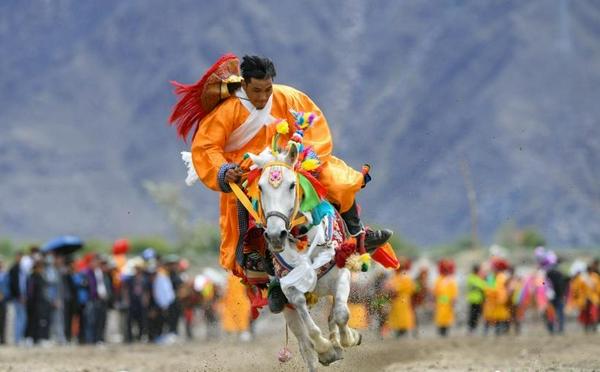 """西藏:其奴村欢度""""望果节"""""""