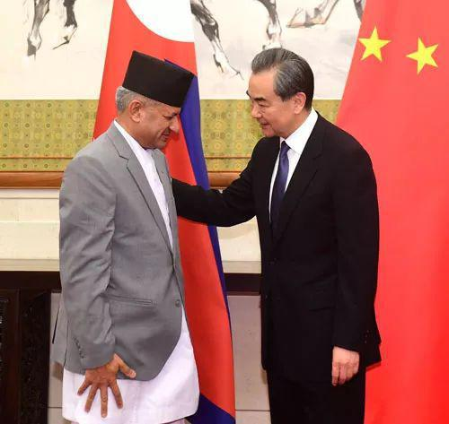 王毅会见尼泊尔外长贾瓦利