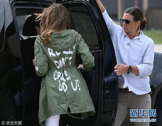 ▲6月21日,梅拉尼娅·川普前往美墨边境看望移民儿童。(视觉中国)