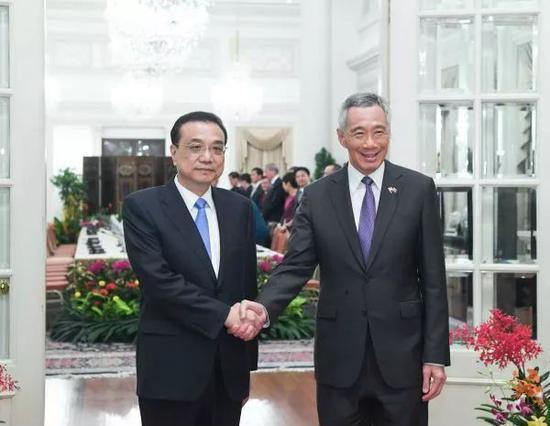 ▲2018年11月12日,李克強總理與新加坡總理李顯龍舉行會談。 (新華社)