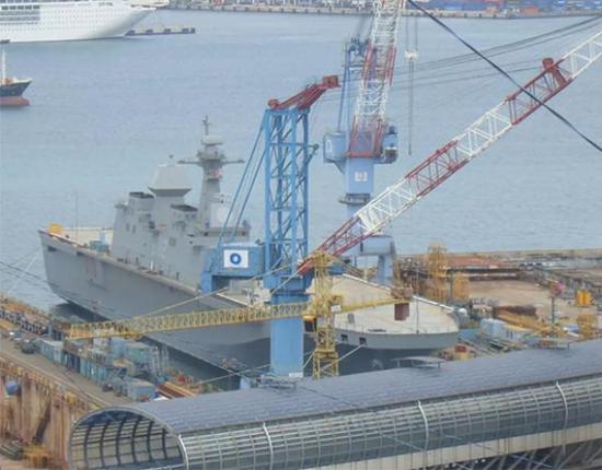 """""""马罗岛""""号两栖攻击舰正式下水。"""