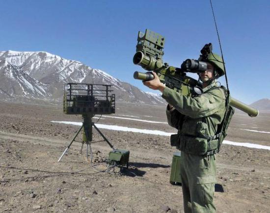 """包罗完好的敌我辨认天线,战术疑息分收体系战热像对准镜的""""针S""""防空导弹体系"""