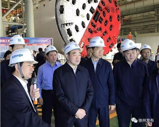 在中国中铁工程装备集团有限公司,徐州市党政代表团了解郑州装备制造业相关情况。