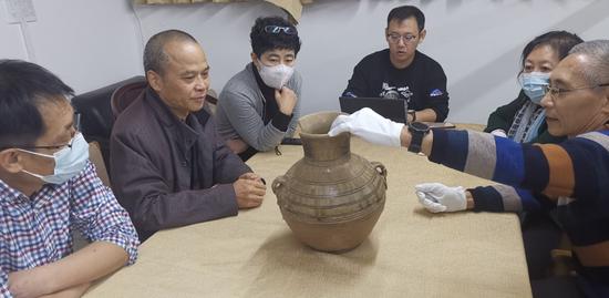 2020年10月21日,國家文物局組織專家開展實物鑒定。