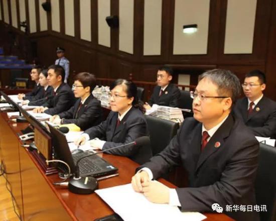 北京市人民检察院第二分院的检察官们在庭审现场。 图片由受访者提供