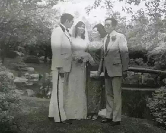 叶嘉莹先生在大女儿的婚礼上。