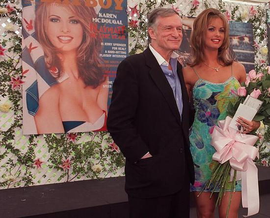 麥克道格獲得2001年「年度玩伴女郎」 圖自每日郵報