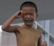 4岁娃边哭边做动作跳下3米台
