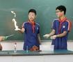 物理老师课堂表演火焰掌