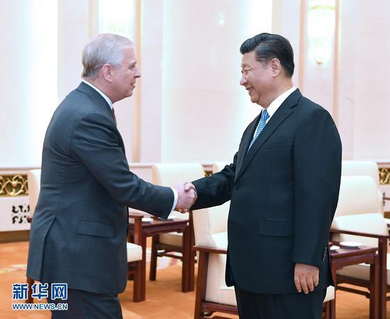 5月29日,国家主席习近平在北京人民大会堂会见英国约克公爵安德鲁王子。 新华社记者 饶爱民 摄