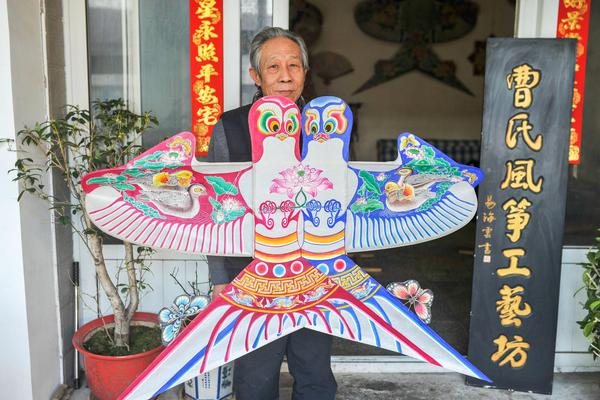 四川广元跆拳道老师抱摔学生 校方:老师已停职绝不姑息