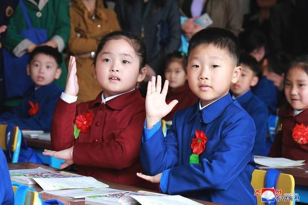 钟南山连线海外留学生:若发烧要重视 可以吃点连花